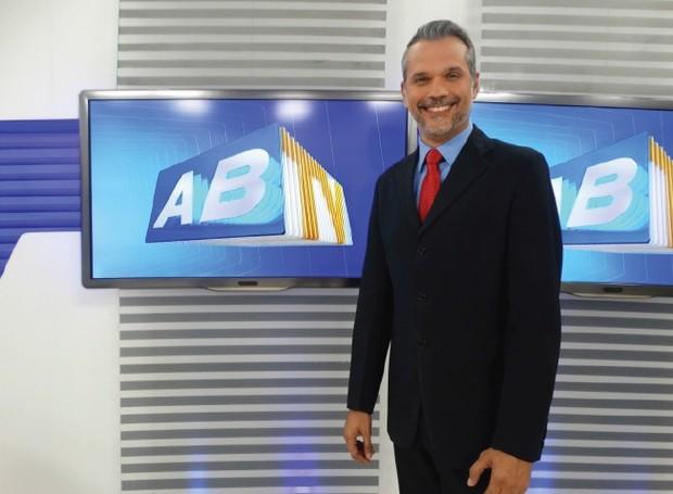 Você sabe quais são as duas paixões do apresentador Alexandre Farias? (Foto: Reprodução/ TV Asa Branca)