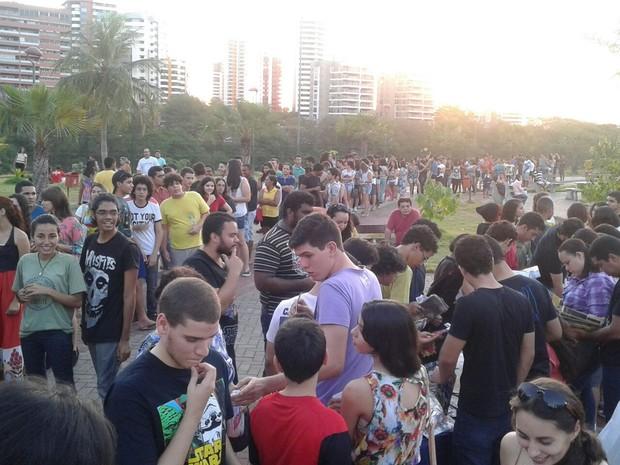 Fila de pessoas para receber gibis grátis no Parque Potycabana, em Teresina (Foto: Marcelo Costa/Arquivo pessoal)