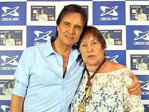Roberto Carlos e Ivone Kassu em fevereiro deste ano (Foto: Reprodução/Facebook)