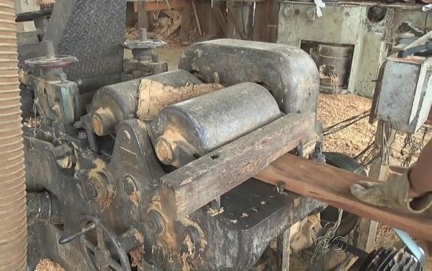 Indústria de beneficiamento de madeira em Apuí beneficia comunidade  (Foto: Amazonas TV)