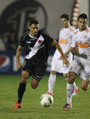 Eder Luis Vasco x Santos (Foto: M&#225;rcio Alves / O Globo)
