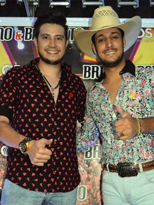 Bruno & Barreto durante show em Muzambinho, MG (Foto: Vermes & Cia/ Divulgação)