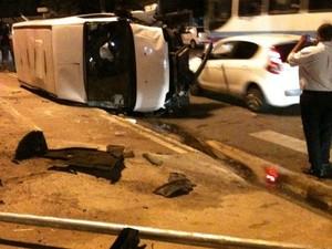 Flagrante de um acidente na Avenida Tancredo Neves  (Foto: Tássio Andrade/G1)