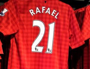 camisa Rafael Manchester United Old Trafford estádio jogo Brasil Londres (Foto: Márcio Iannacca / Globoesporte.com)
