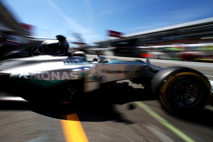 Lewis Hamilton nos treinos livres para o GP da Alemanha (Foto: Getty Images)