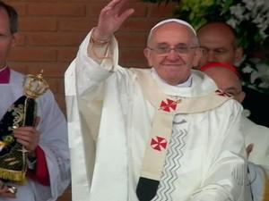Visita do papa à Aparecida leva milhares de fiéis ao santuário nacional (Foto: Reprodução/TV Diário)