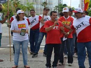 Manifestantes se reúnem no Centro de Aracaju (Foto: Emerson Emidio/G1)