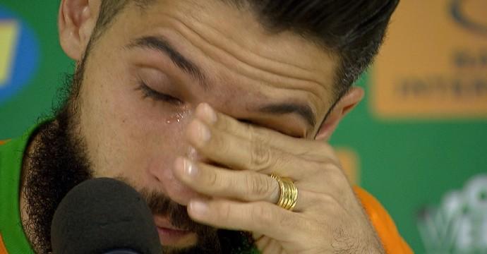 Volante Tony foi às lágrimas ao comentar o momento do América-MG (Foto: Reprodução/TV Globo)