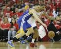 Warriors atropelam os Rockets fora, mas Curry sai novamente machucado
