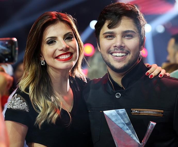 Renato Vianna comemora a vitória ao lado da namorada Elen Tetzner (Foto: Isabella Pinheiro / Gshow)