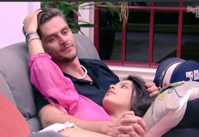 Marcos e Emily no BBB 17 (Foto: Reprodução/TV Globo)