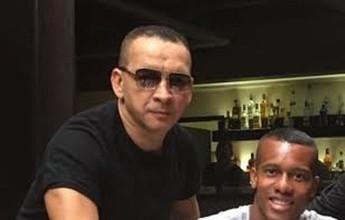 Aprovado em exames, Copete assina contrato de quatro anos com o Santos