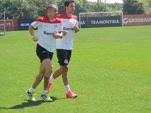 D'Alessandro Nilmar Inter (Foto: Tomás Hammes / GloboEsporte.com)
