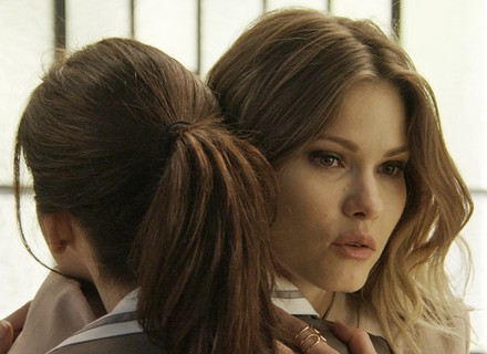Jéssica finge arrependimento e pede desculpas a Shirlei