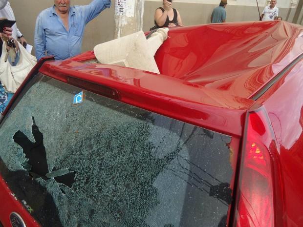 Balaúastre se soltou e atingiu o capô de um carro (Foto: Divulgação / Christian Pereira de Camargo)