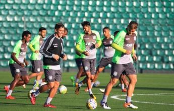 """Figueirense fecha treino, mas Tuca indica: """"Colocar o que tiver de melhor"""""""