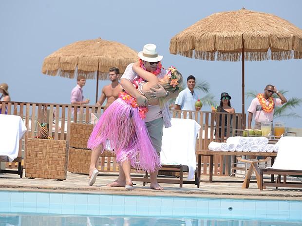 Ludmila e Barata na maior pegação (Foto: Raphael Dias/Gshow)