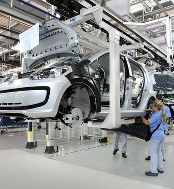 Linha de produção da montadora Volkswagen em Taubaté (Foto: Divulgação)