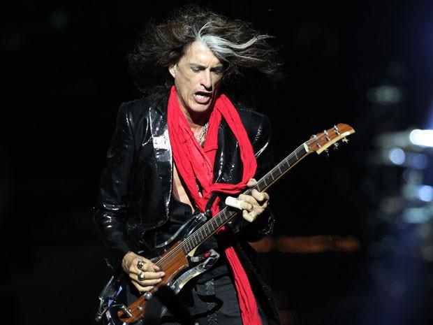 O guitarrista Joe Perry, das bandas Aerosmith e Hollywood Vampires, em foto de 25 de março de 2013 (Foto: Wong Maye-E/AP)