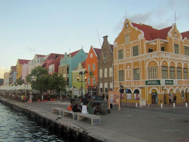 Casario típico em Willemstad (Foto: Leandra Felipe (G1))