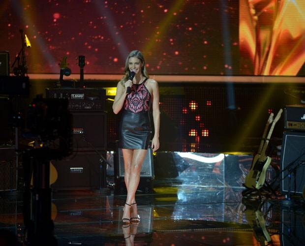 Fernanda Lima no palco (Foto: Camila Serejo / SuperStar)
