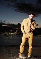 O ator argentino Michel Noher, de 'Sete vidas', posa em ensaio de moda