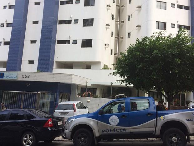 Subtenente da PM foi encontrado morto com o filho e a mulher em apartamento na Bahia (Foto: Maiana Belo/ G1)