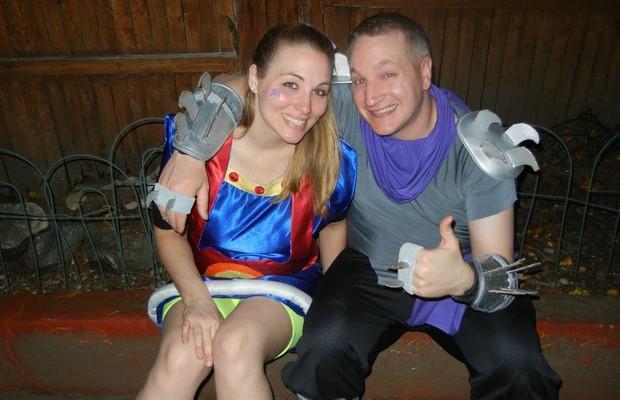 O casal fantasiado para uma festa de Halloween (Foto: Reprodução Internet/Imgur.com)