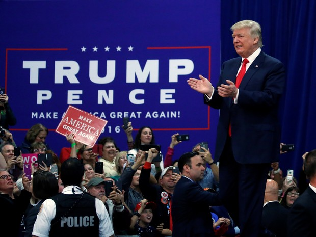 O candidato republicano Donald Trump durante comício em Springfield, Ohio, nesta quinta-feira (27) (Foto: REUTERS/Carlo Allegri)