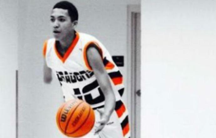 Omar Ndiaye sem um braço basquete (Foto: Reprodução)