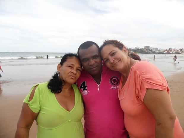 Terezinha, Sidnei e Alessandra se reencontraram neste domingo (15) (Foto: Divulgação/ Ong Gente Buscando Gente)
