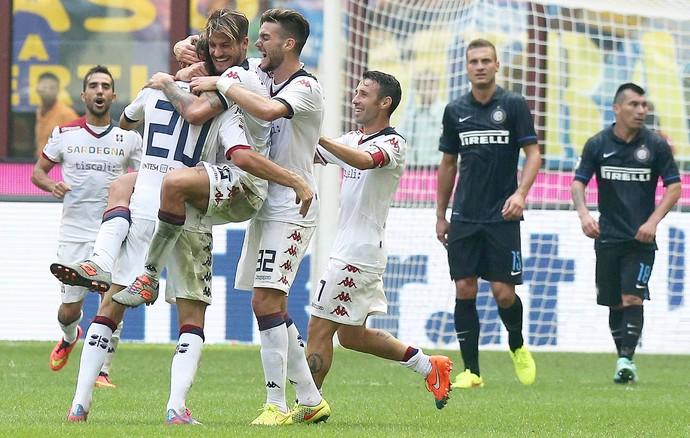 Albin Ekdal comemorando, Inter x Cagliari (Foto: EFE)