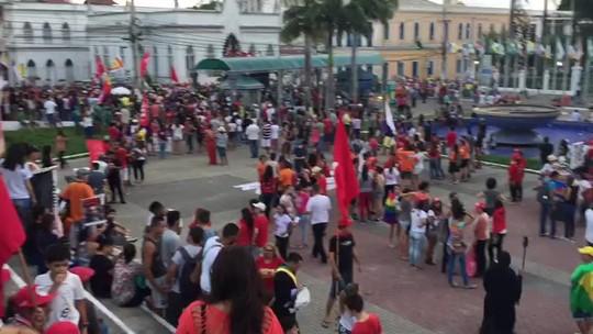 Manifestantes fazem passeata em Maceió contra reformas do governo federal