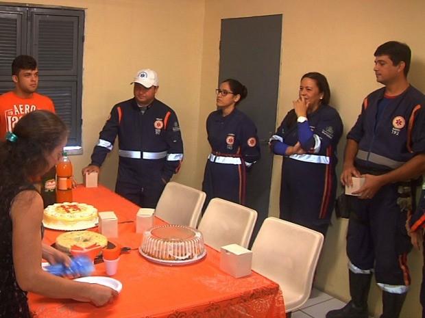 Família promove café da manhã para socorristas do Samu (Foto: Leandro Silva/G1)