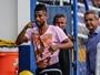 Após goleada, Espinosa diz que não vai colocar peso extra em Léo Moura