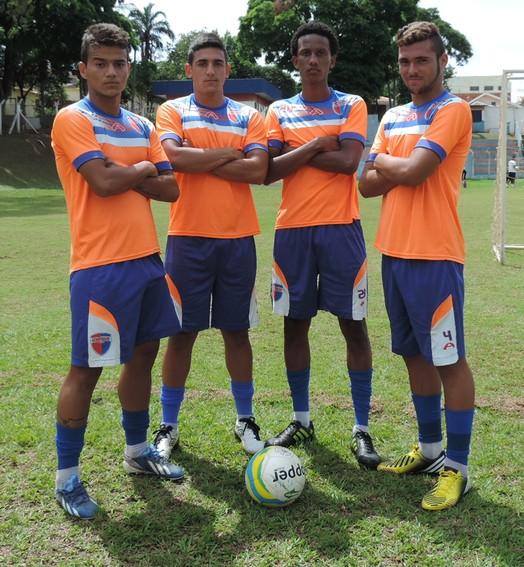 fechados (quarteto defensivo do Grêmio Prudente Sub-20, Copa São Paulo de Futebol Júnior)
