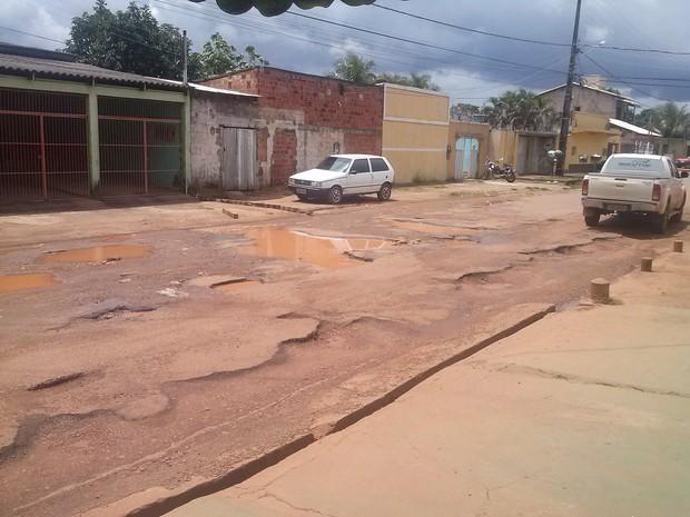 Rua México, entre as avenida Pinheiro Machado e Calama, Bairro Embratel (Foto: Vanderleia Vieira/VC no G1)