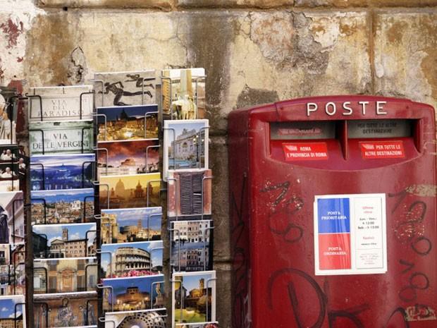 Hábito de enviar cartão-postal está se extinguindo (Foto: Lars Halbauer/DPA/AFP)