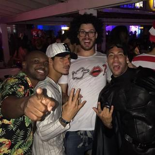 Thiaguinho, Gabriel Medina, Bruninho e Neymar (Foto: Reprodução/Instagram)