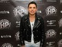 Hugo Pena grava DVD com segundas vozes no palco a famosos na plateia
