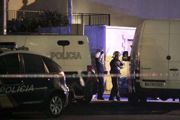 Polícia Nacional espanhola deteve três suspeitos e apreendeu material explosivo em Cádiz, sul do país (Foto: EFE/A. Carrasco Ragel)
