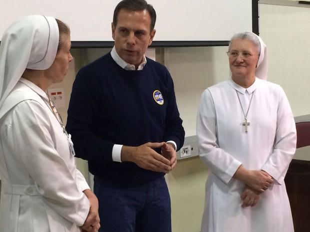 Doria conversa com gestoras do Hospital Santa Marcelina  (Foto: Bruna Vieira/ TV Globo)