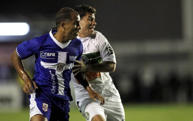 Felipe Vasco x Coritiba (Foto: Marcelo Theobaldo / O Globo)