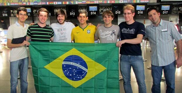 Integrantes da equipe da Olimpíada Internacional de Matemática que foram premiados na África do Sul  (Foto: Divulgação)