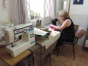 Trabalho foi, na maioria, realizado no ateliê na casa da Dona Ana (Foto: Natália de Oliveira/G1)