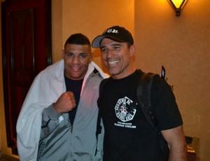 Fabrício Morango posa com Royler Gracie no MGM Grand (Foto: Adriano Albuquerque/SporTV.com)