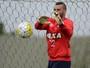 Rumo ao 250° jogo, goleiro Weverton completa quatro anos no Atlético-PR