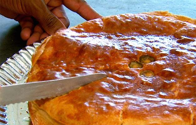 """No Caminhos daRoça uma família de padeiros dá uma recieta do """"pão cheio"""" (Foto: Reprodução EPTV)"""
