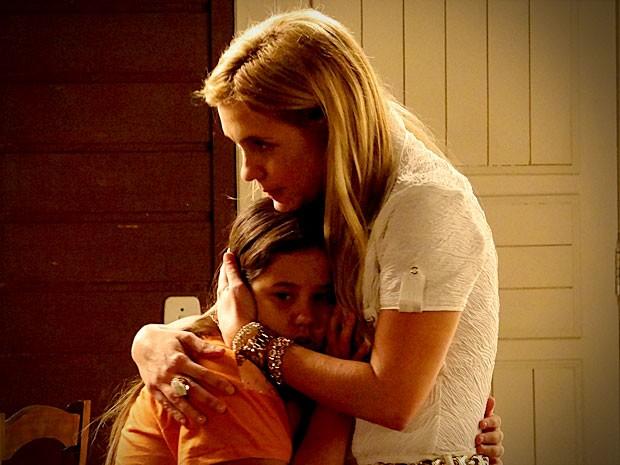 Semperdoar Nina, Ágata fica do lado da mãe (Foto: Avenida Brasil/TV Globo)