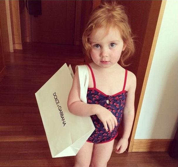 Pixie com sua sacola de compras Dolce & Gabbana (Foto: Reprodução/Instagram)